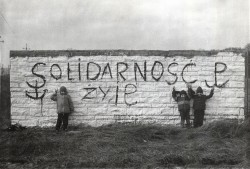Graffitti de Solidarnosc à Varsovie en 1985